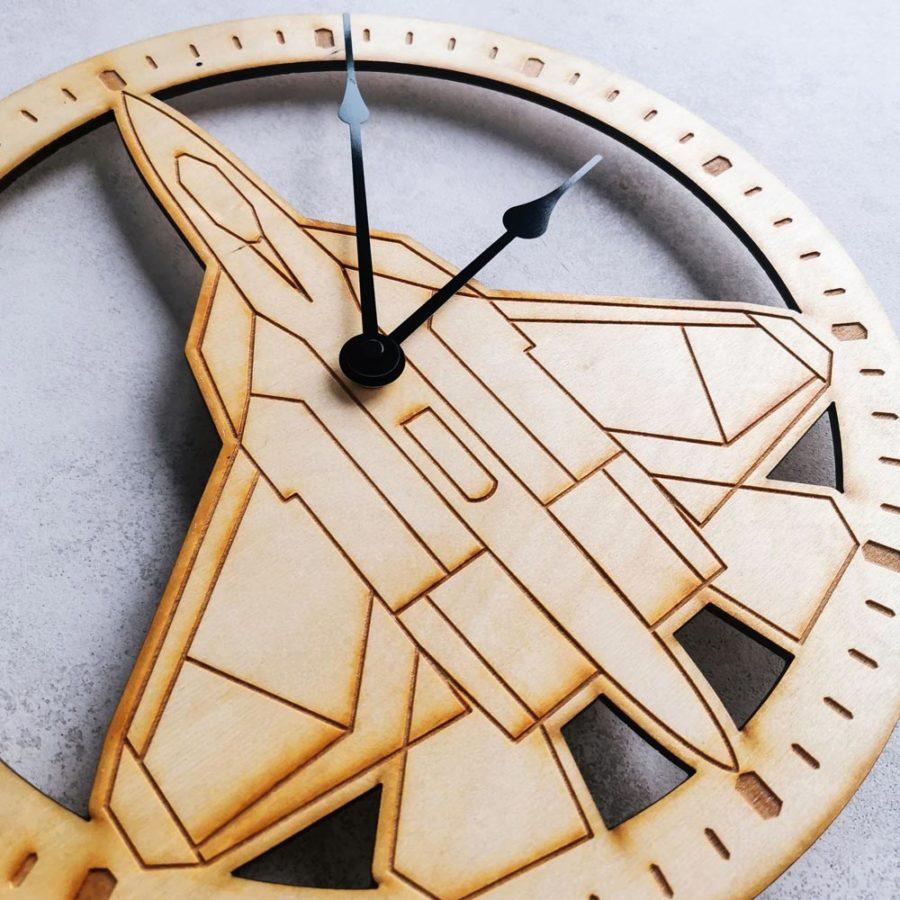 zegar młodzieżowy samolot