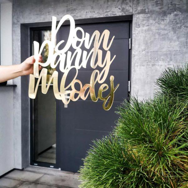 dom panny młodej złoty napis